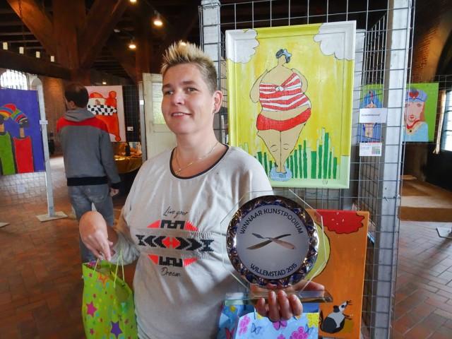 Annemiek wint de eerste prijs..